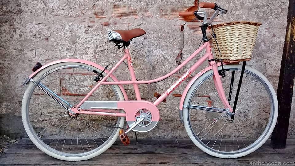 bicicleta-de-chica-retro-rosa