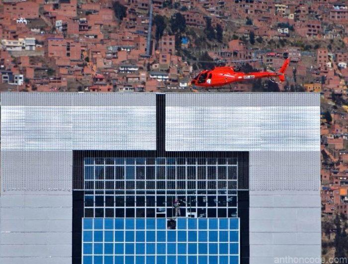 edificio de Evo helicóptero rojo naranja