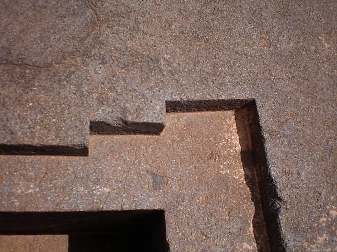 Corte perfecto de la piedra en Puma Punku